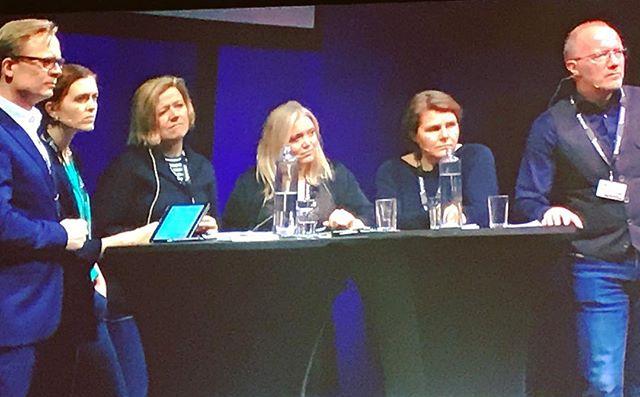 Det er bra at @elinflo og @norskpresseforbund har tatt initiativ til en gransking av hvordan vi behandler kilder. Det sa @62arne under debatten om...