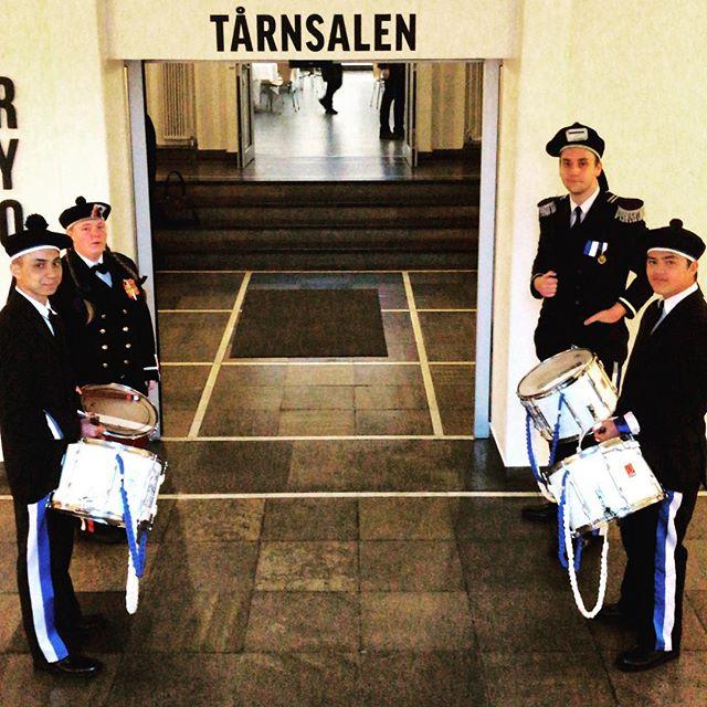 For en start på ei uke full av faglig påfyll i Bergen - fire slagere fra to av byens buekorps trommet igang uka tirsdag kveld