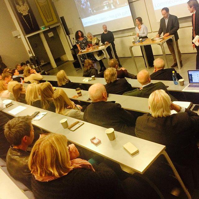 Fullt hus da Oslo Redaktørforening i kveld inviterte til debatt om mediedekningen av Lommedalen-saken. Hva gikk galt? Både @kariannesolbraekke og @...