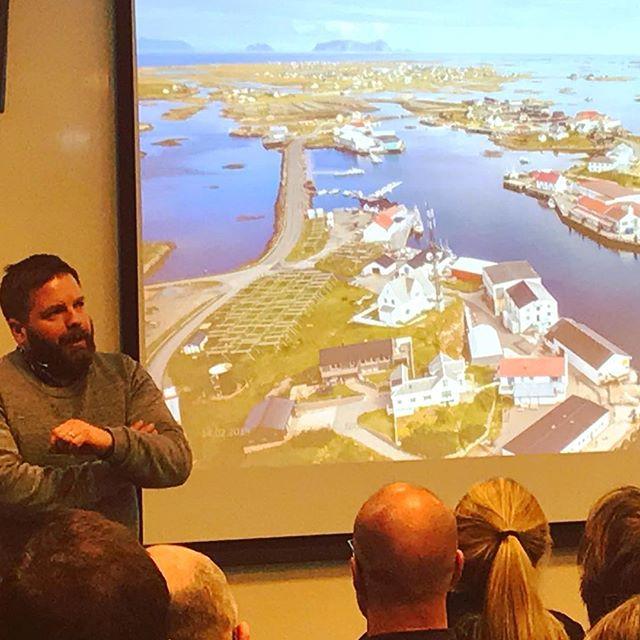 Geografitime! @eivinduj forklarer hvordan verden ser ut fra Røst, Moskenes, Kirkenes og Harald Langhelles vei 1 i Bodø. Demokrati og medier-dagen i...