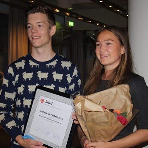 Gratulerer til @einar.stangvik @natalieremoe og  @hakonhoy #vgnett for tidenes første dataskuppris for #nedlasterne Foto: @journalisten #dataskup16...