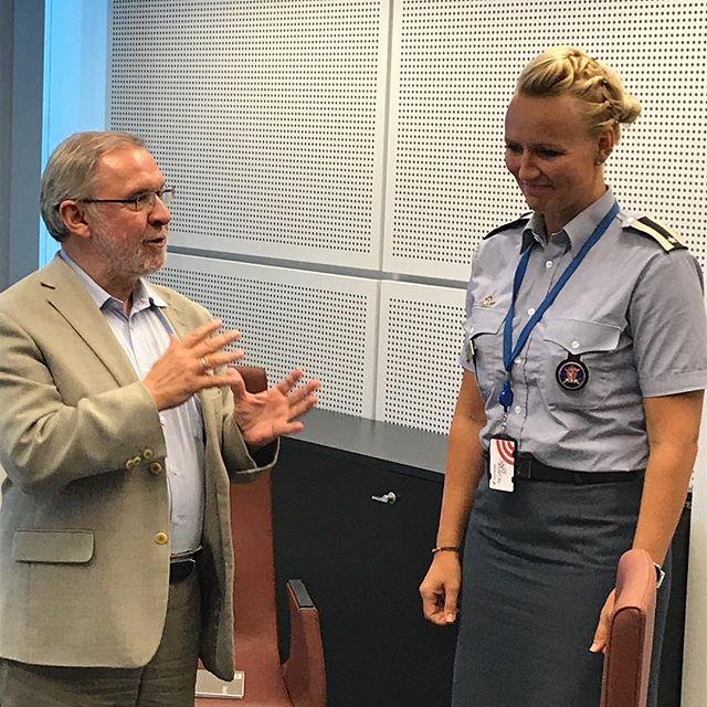 @hanneolafsen var vertinne for oss på NATOs HQ i Brussel onsdag. Hun gjorde en kjempejobb! Tusen takk for all hjelp, Hanne! Her takkes hun av vår s...