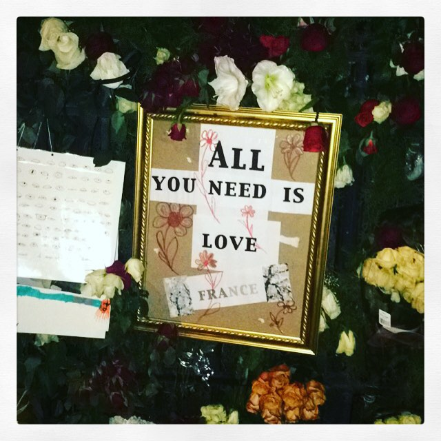 #love is all you need #paris france #denfranskeambassade #livelafrance #jesuischarlie #redaktørliv ❤️