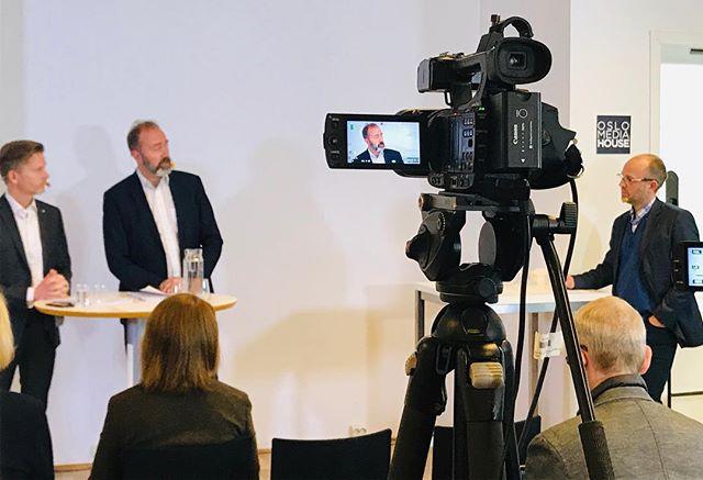 Mediestøtte og postdistribusjon diskuteres på frokostmøte i regi av Oslo Redaktørforening og @mediebedriftene i Oslo og Akershus #redaktørliv #ster...