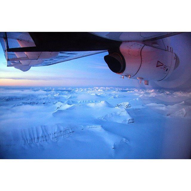 Nok en grei dag på jobben som verdens nordligste redaktør. #Svalbard fra lufta mellom Longyearbyen og Ny-Ålesund i det vi passerer Kongsfjella. #re...