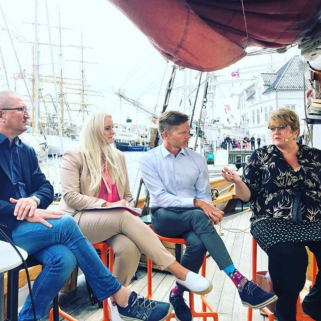 Stortingsmelding om mediemangfold kommer før jul, lover @trinesg på mediepolitisk debatt på #mediebåten #arendalsuka #redaktørliv