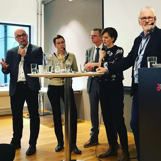 Tidvis høy temperatur på debatten om @nrk og mediemangfold i regi av Oslo Redaktørforening i dag. #redaktørliv #nrk #amedia