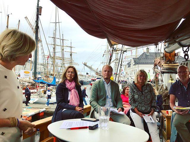 Varsling er tema for vår første debatt på #mediebåten De fleste er enig i at vi trenger et bedre #varslervern - men hvordan får vi det til? Det er...